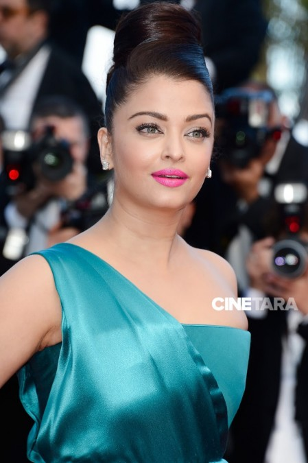 Aishwarya Rai Bachchan Looks Gorgeous In Blue Dress Hot