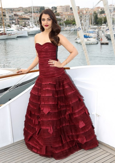 Aishwarya Rai In Oscar De La Renta Cannes Red Carpet