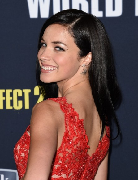 Alexis Knapp Attends The World Premiere Of Pitch Perfect At The Nokia Theatre La Live In Los Angeles