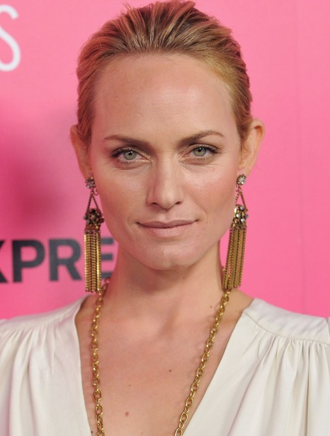 Amber Valletta Short Hairs Long Earrings Smiling Images Amber Valletta