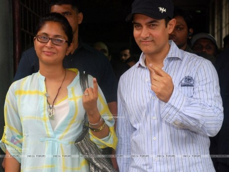 Aamir Khan Wife Kiran Rao Pose After Casting His Votes Today For Amir Khan