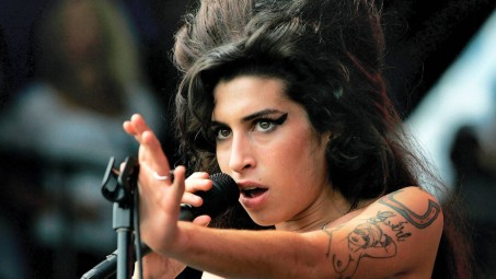 Amy Winehouse Singing Wallpapers Wallpaper