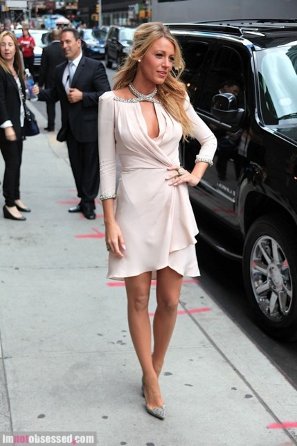 Andrew Garfield And Blake Lively Stop By The Late Show Fashion