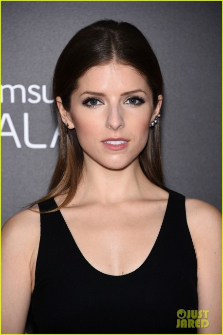 Anna Kendrick Into The Woods Premiere Wallpaper Movies