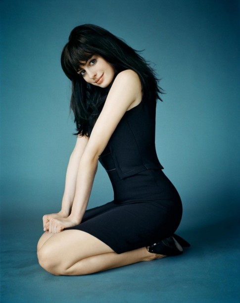 Anne Hathaway Black Length Short Hairstyles With Bangs Anne Hathaway