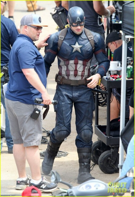 Chris Evans Anthony Mackie Get To Action Captain America Civil War Anthony Mackie