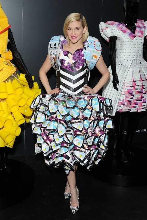 As Ey Roberts At La Fashion Week In London As Ey Roberts