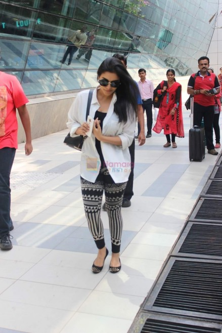 Hpse Fullsize Asin Thottumkal Snapped At Airport In Mumbai On Th May Aa  Asin Thottumkal