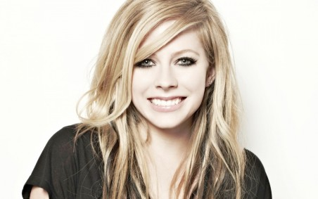 Avril Lavigne Smile Wallpaper Music