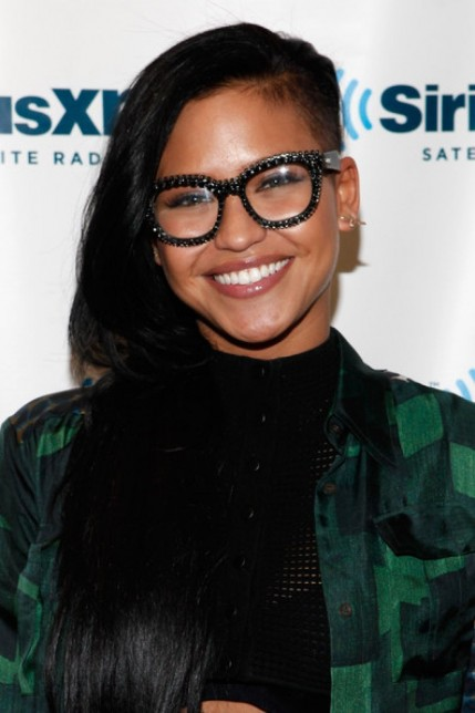 Cassie Ventura Half Shaved Head Hair Style Basically This Style Is Using Mohawk Style And The Middle Is Rolled And Twisted Cassie Ventura