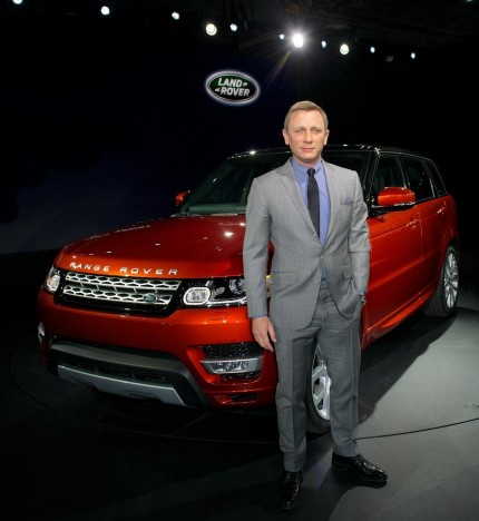 Daniel Craig Drives The New Range Rover Sport Into New York