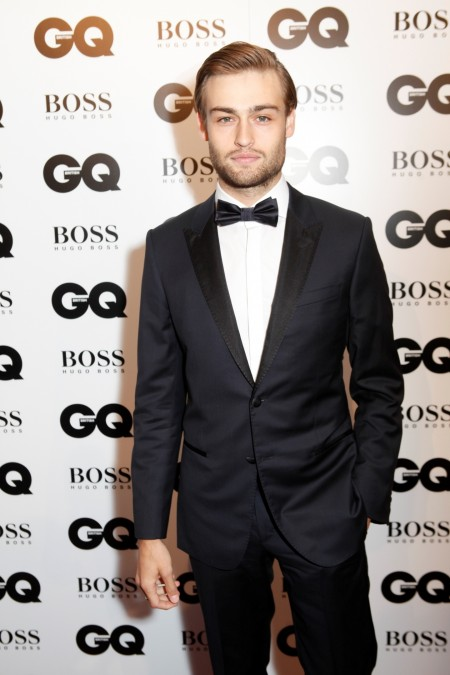 Douglas Booth Gq Moty Douglas Booth