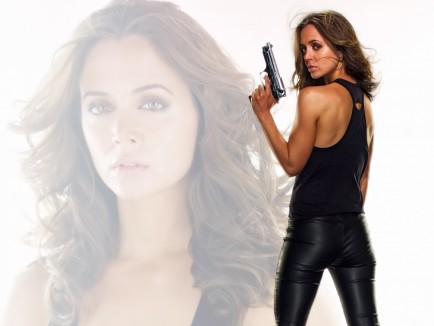 Eliza Dushku Hd Post In Pixel Girl In Black Suit And Gun Background Is Herself An Amazing Look Tv Movies Post Movies