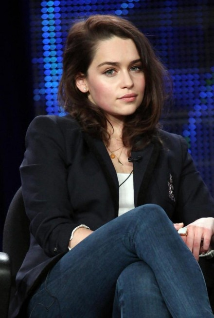 Emilia Clarke As Sarah Connor Hd Wallpaper Ntl Free Wallpaper