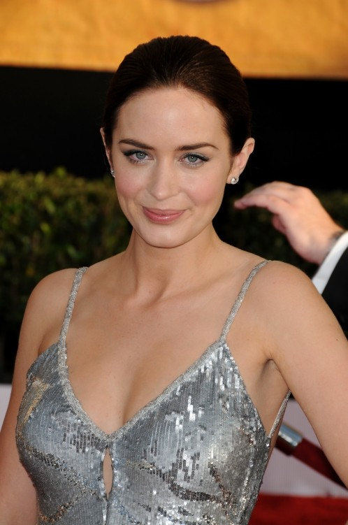 Emilyblunt Th Annual Sag Awards Vettrinet Wallpaper
