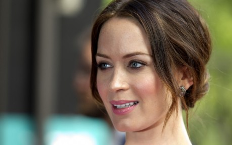 Who Is In Talks With Disney To Play Mary Poppins Emily Blunt Emily Blunt
