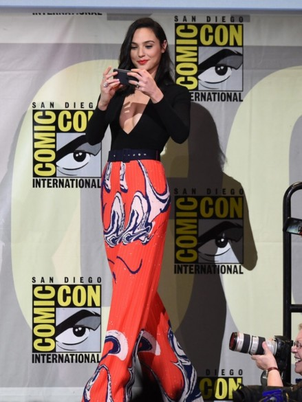 Galgadotcomicconinternational Warner Solace London Gal Gadot