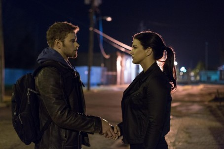 Still Of Kellan Lutz And Gina Carano In Extraction Gina Carano