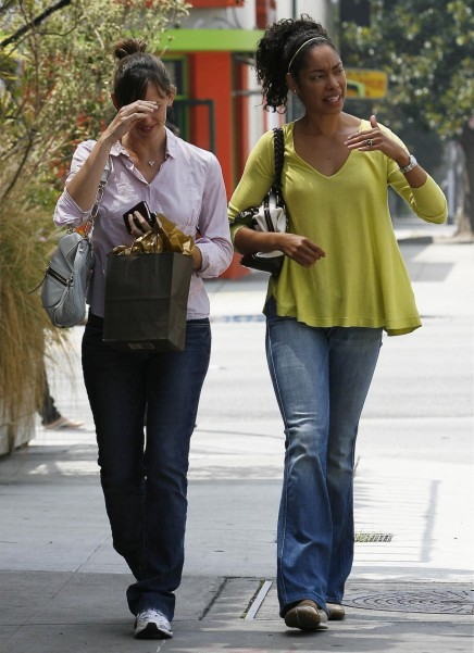 Gina Torres Jennifer Garner Breakfast At Cheebo Paparazzi Hq Gina Torres