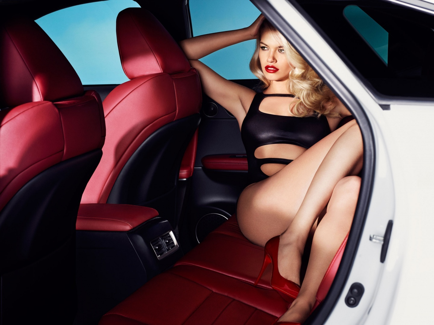 Lexus Rx Stars In Sports Illustrated Shoot With Hailey Clauson Hailey Clauson