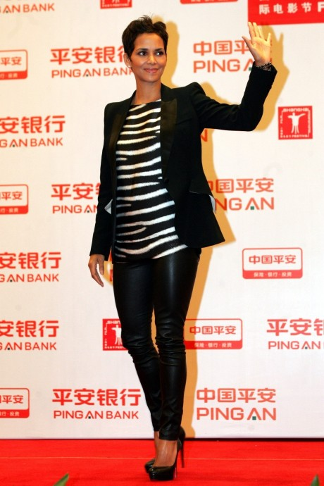 Halle Berry In Hot Leather Pants De Halle Berry