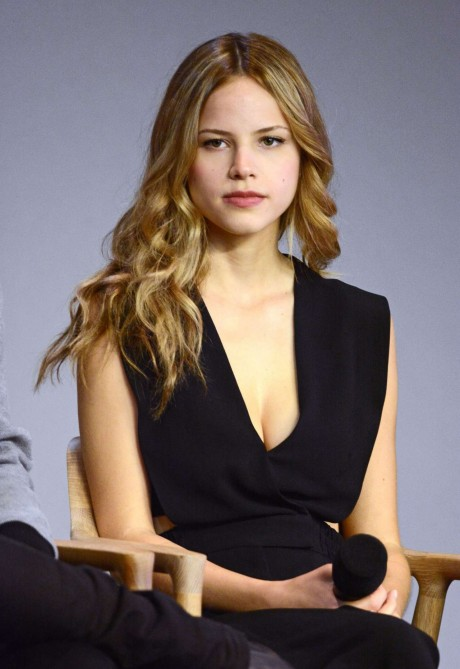 Halston Sage Paper Towns Cast And Filmakers Event At The Apple Store In Ny Paper Towns