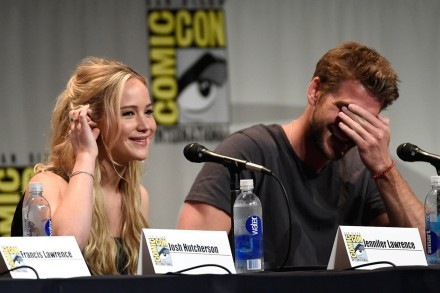 Jennifer Lawrence Liam Hemsworth Covers Eyes Comic Con