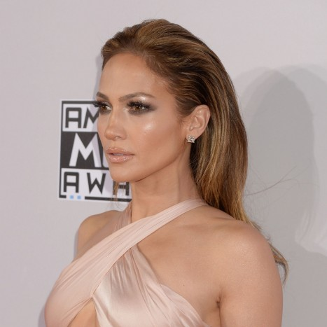 Jennifer Lopez Amas Glowy Makeup Main
