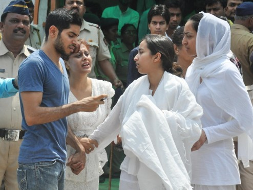 Bollywood Celebrities At Jiah Khan Funeral Photo Gallery Jiah Khan