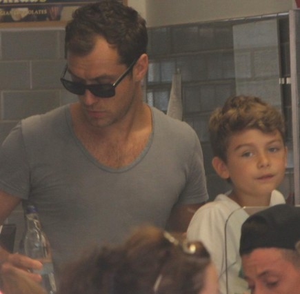 Jude Law Sadie Frost Sunday With The Kids Son