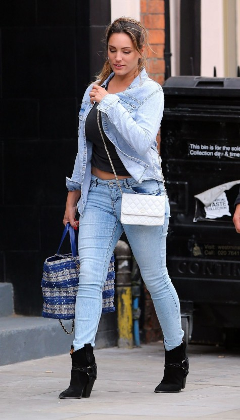 Kelly Brook In Jeans Out And About In London Edae