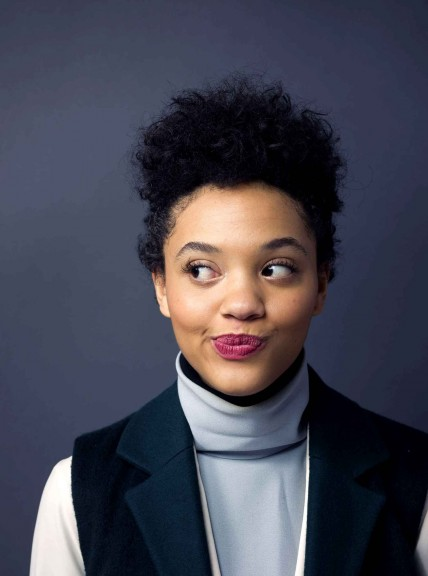 Kiersey Clemons Poses For Diaporama Shake It Up