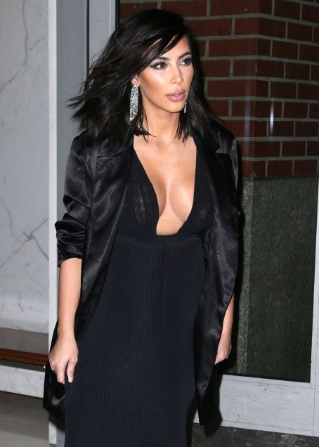 Kim Kardashian Fashion Leaving Her Apartment In New York City Feb Fashion