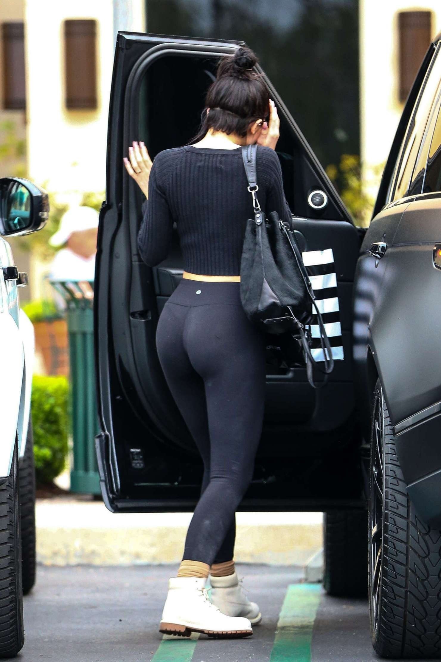 Kylie Jenner Hot In Yoga Pants Hot