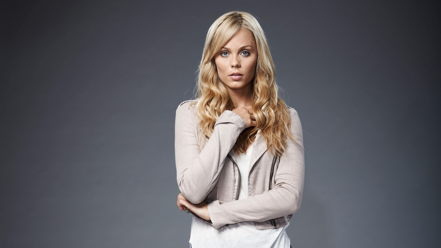 Laura Vandervoort Bitten Wallpaper Supergirl Costume