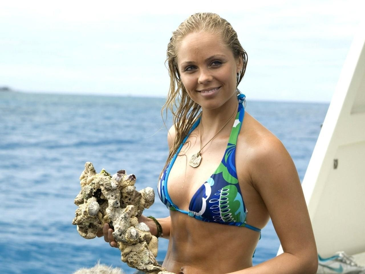 Sea Bikini Laura Vandervoort Wallpapers Hot