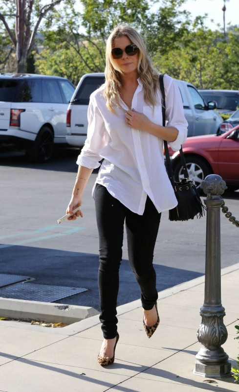 Leann Rimes Was The Epitome Of Casual Chic On Her Shopping Trip In Calabasas