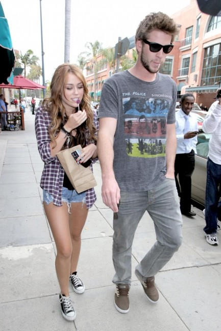 Miley Cyrus Et Liam Hemsworth Sont En Couple And Miley Cyrus