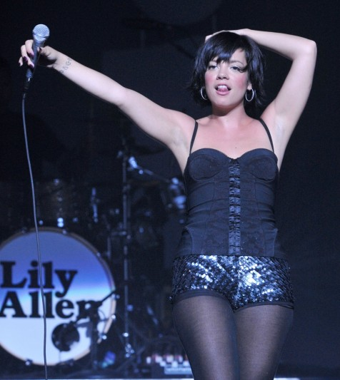 Lily Allen Quits Smoking
