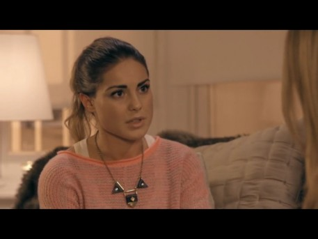 Louise Thompson Jumper On Mic