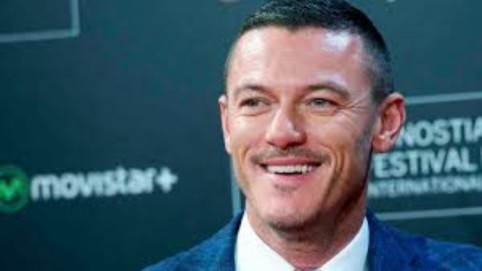 Actor Luke Evans Uhd Photojpe Luke Evans