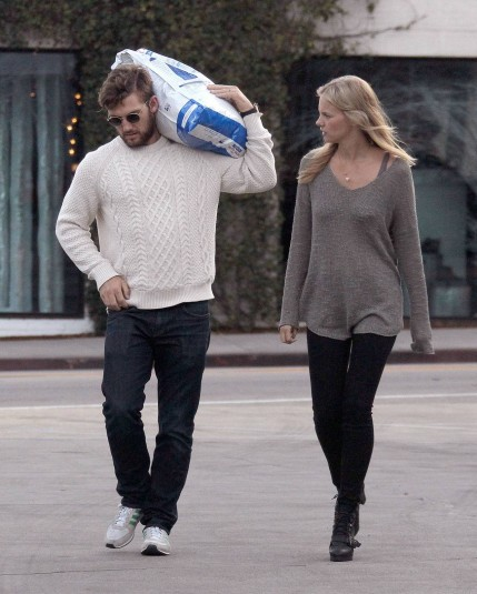 Alex Pettyfer Romantic Stroll With Marloes Horst Marloes Horst