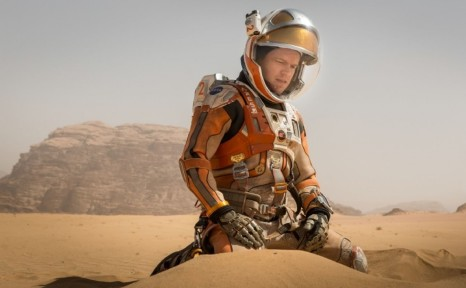 Matt Damon Bulge Crouch On The Martian Movie Set