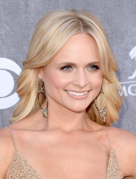 Beauty Miranda Lambert Acmas Glowing Makeup Main Miranda Lambert