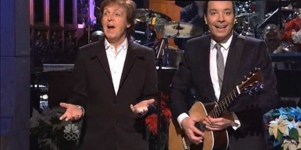 Paul Mccartney Makes Surprise Snl Appearance To Duet With Jimmy Fallon During Monologue