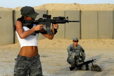 Model Rachelle Leah Tries Her Hand With An While Visiting American Soldiers Rachelle Leah
