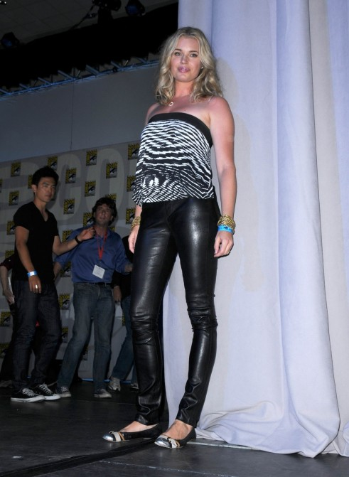 Rebecca Romijn Comic Con Day Vettrinet