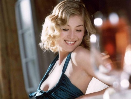 Rosamund Pike Hot Wallpapers Movies Ec Eb Dd Ae Large Movies