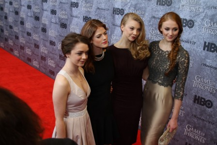 Conventions et autres sorties Game-of-thrones-arya-stark-maisie-williams-rose-leslie-sophie-turner-ygritte-margaery-tyrell-natalie-dormer-sansa-stark-ygritte-875176027