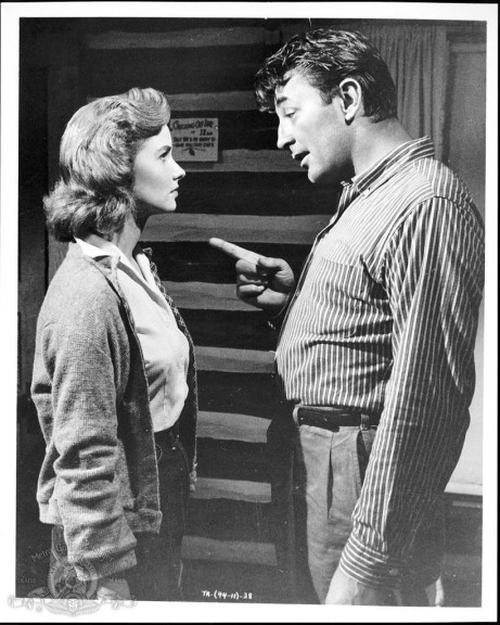 Still Of Robert Mitchum And Sandra Knight In Thunder Road Large Picture